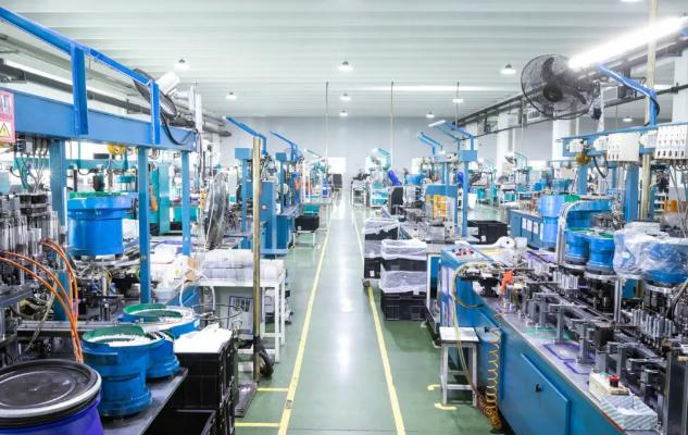 三雄批发商分享工厂照明对生产效率,成品合格率起到关键作用